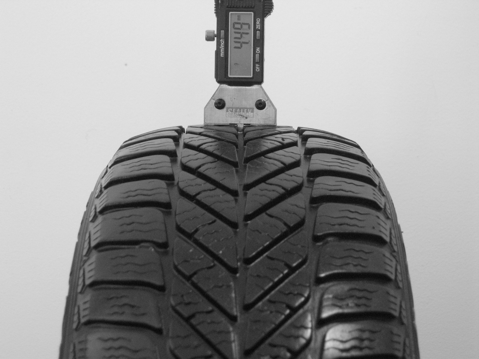 Použité-Pneu-Bazar - 175/65 R14 GOODYEAR ULTRAGRIP 5 -kusovka-rezerva 3mm