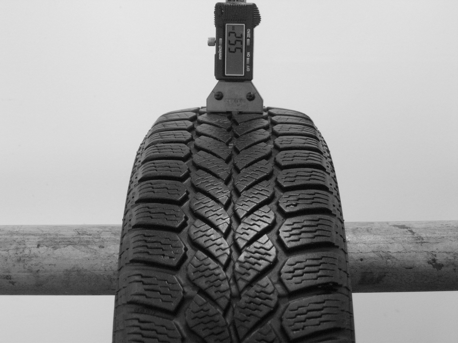 Použité-Pneu-Bazar - 155/65 R13 SEMPERIT WINTER GRIP-kusovka-rezerva 3mm