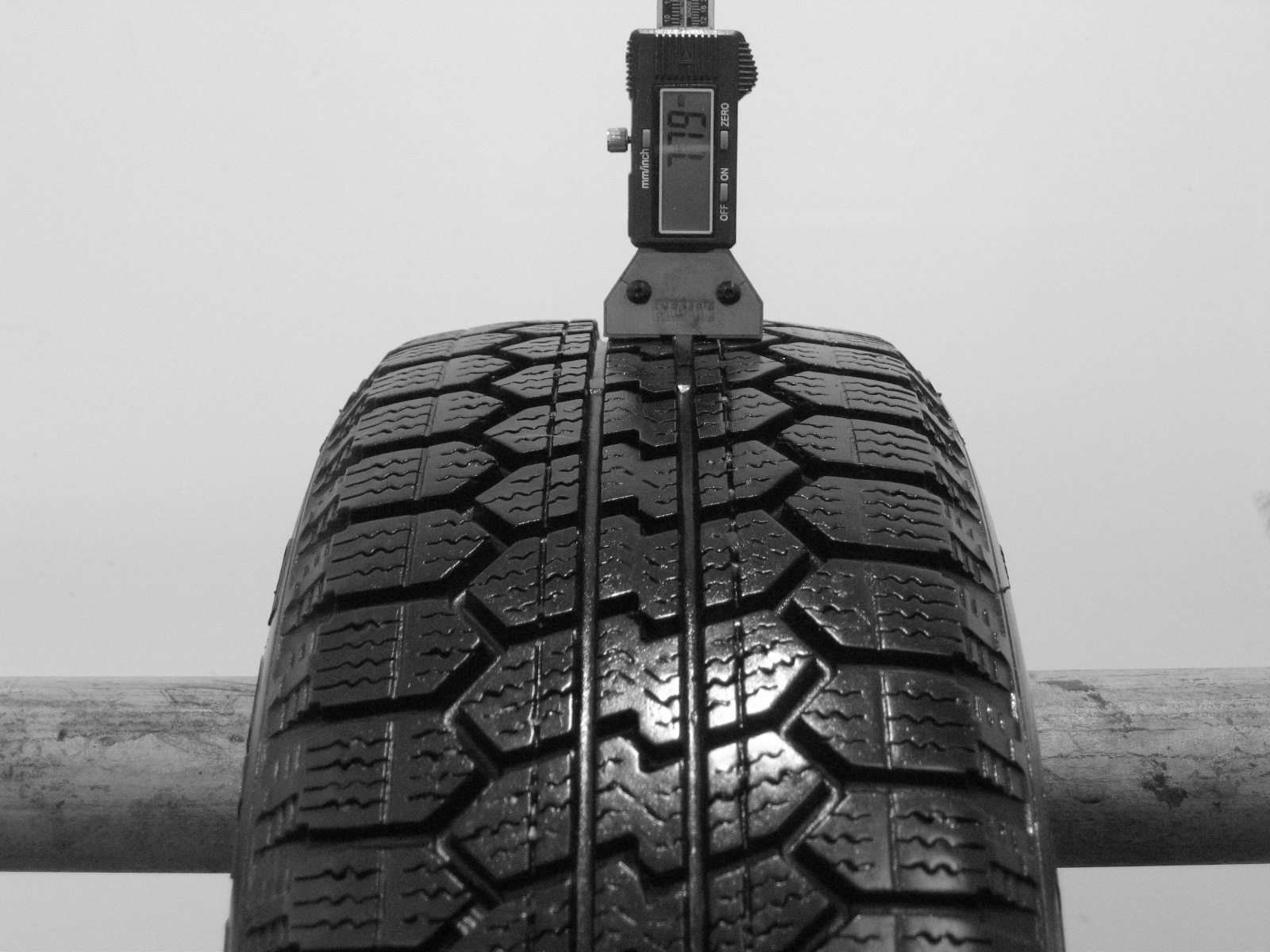 Použité-Pneu-Bazar - 185/60 R14 HANKOOK ZOVAC 2000 M+S-kusovka-rezerva 3mm