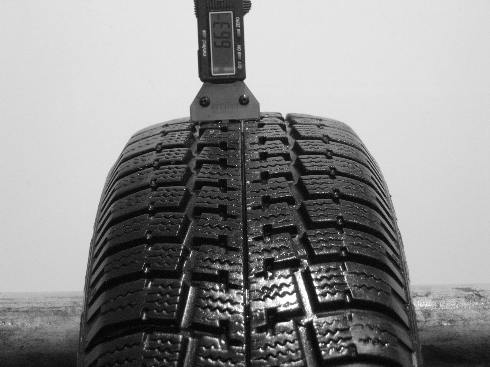 Použité-Pneu-Bazar - 185/65 R14 PIRELLI WINTER 190 DIREZIONALE -kusovka-rezerva 3mm