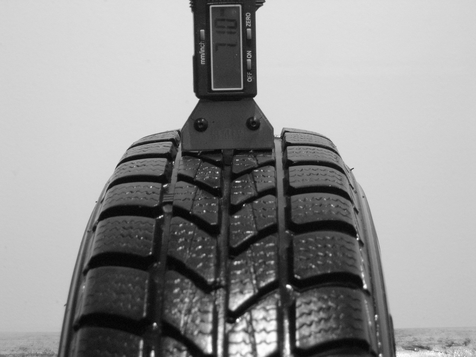 Použité-Pneu-Bazar - 145/80 R13 KINGSTAR WINTER SW40 -kusovka-rezerva 3mm