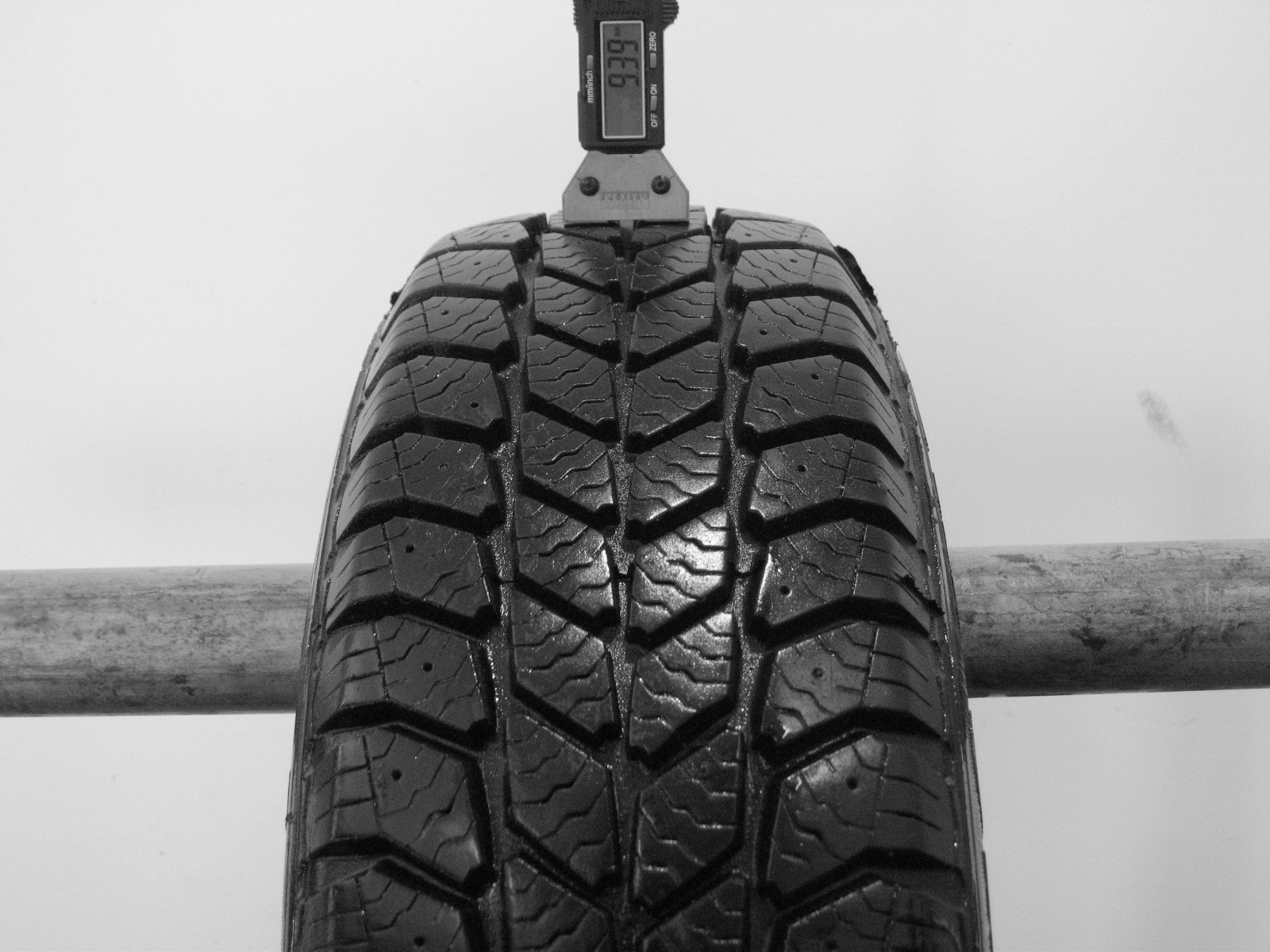 Použité-Pneu-Bazar - 195/70 R15 C GOOD YEAR CARGO ULTRA GRIP -kusovka-rezerva 3mm