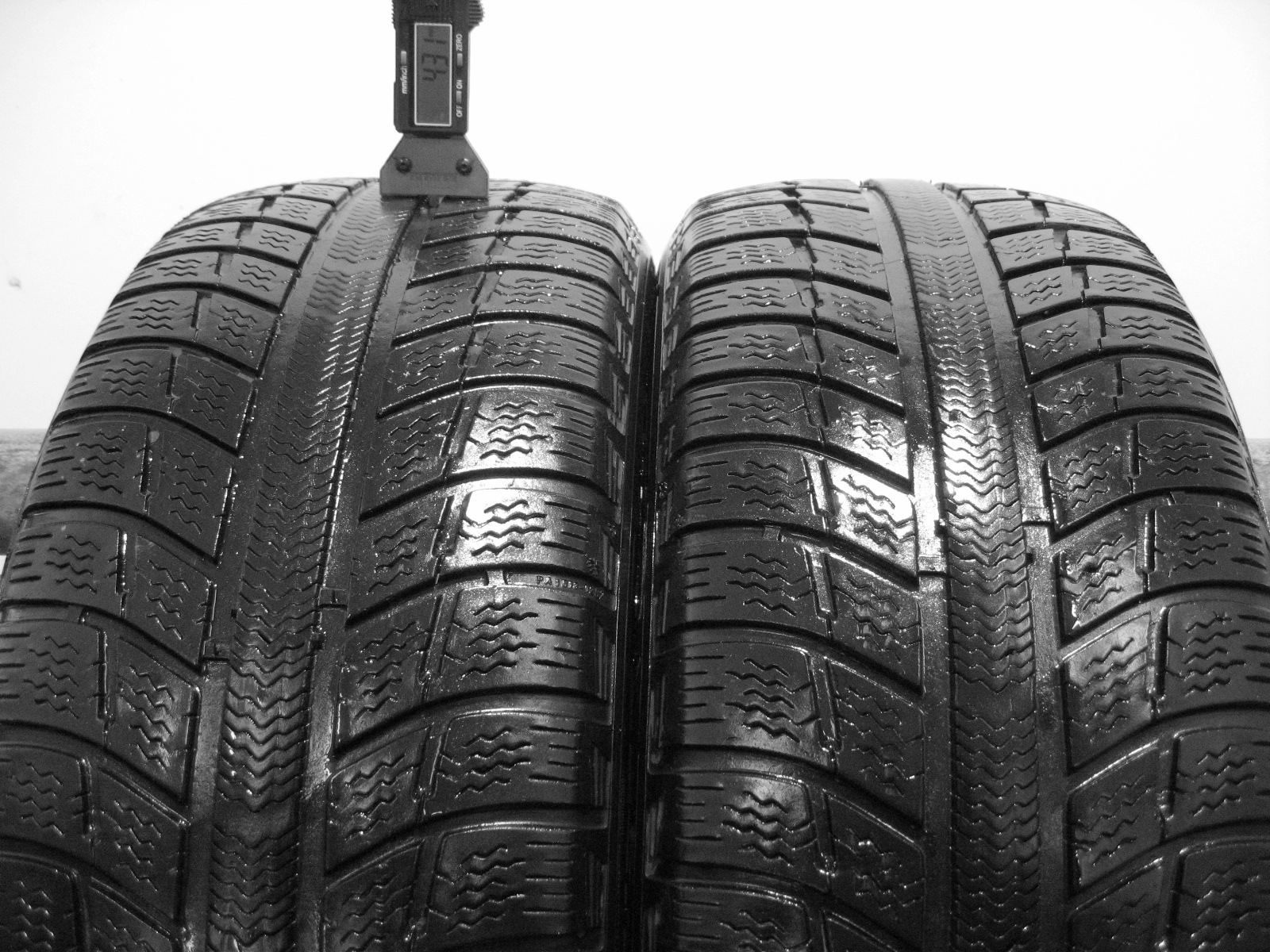 Použité-Pneu-Bazar - 215/55 R16 MICHELIN PRIMACY ALPIN PA3 4mm