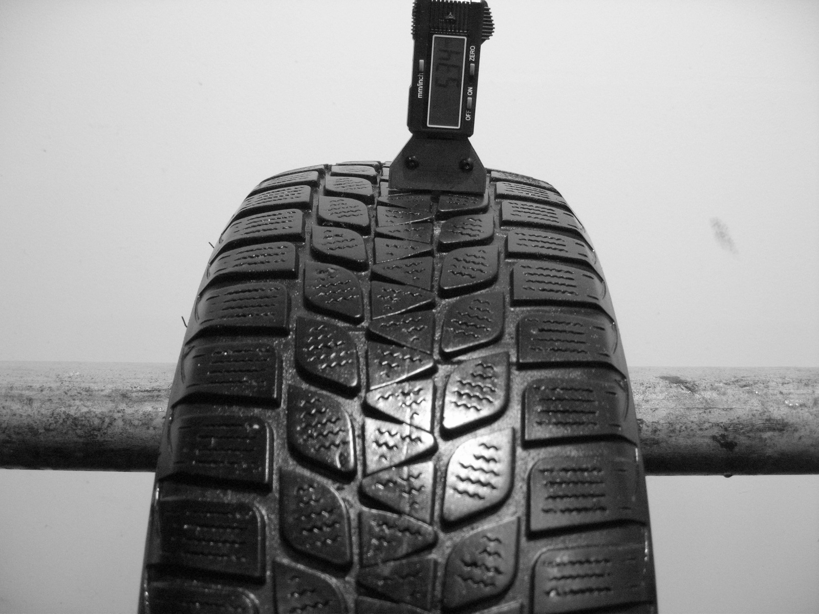 Použité-Pneu-Bazar - 185/60 R15 BRIDGESTONE BLIZZAK LM-20 -kusovka-rezerva 3mm
