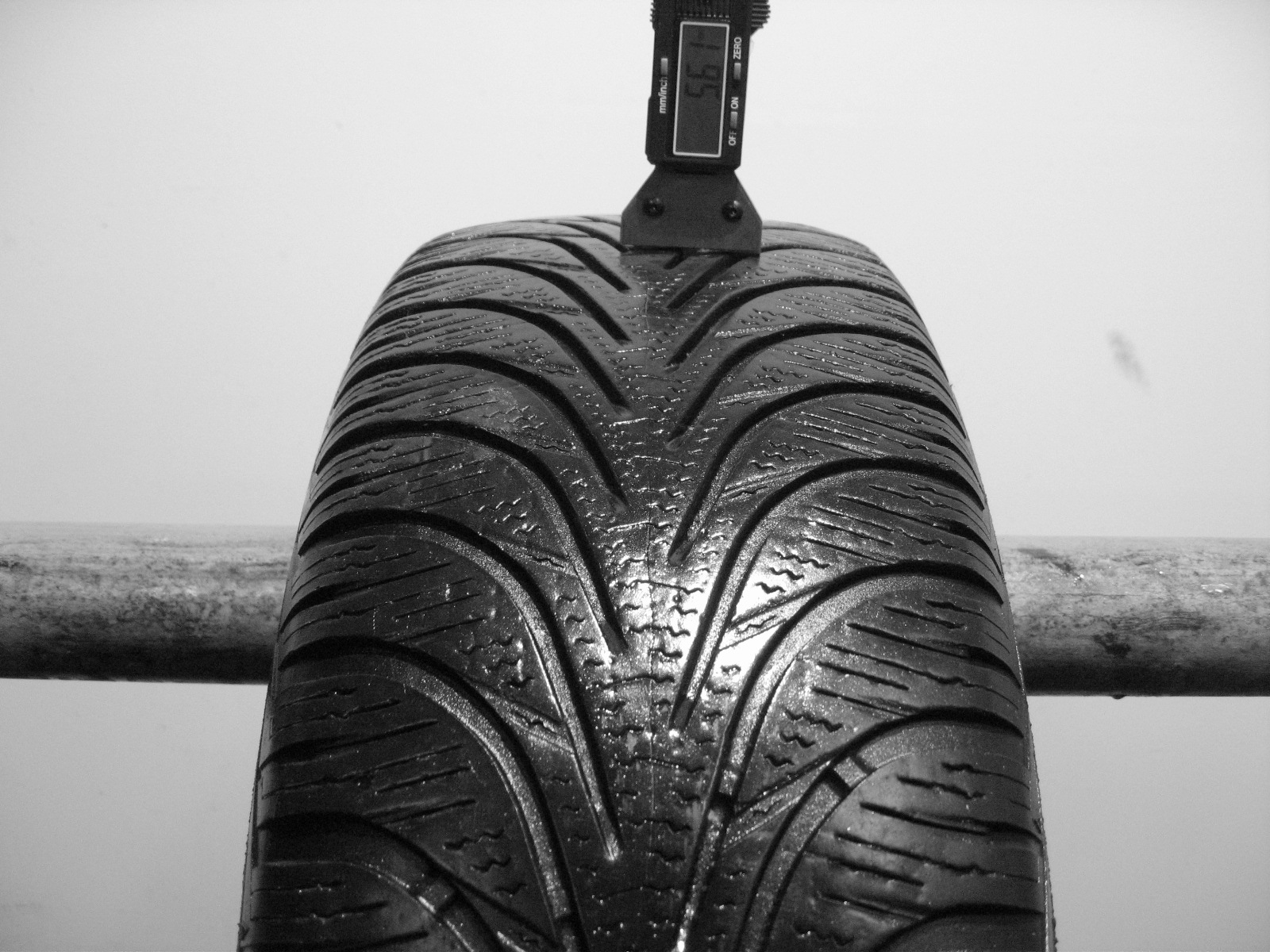 Použité-Pneu-Bazar - 195/60 R16 C GOODYEAR ULTRAGRIP 6-kusovka-rezerva 3mm