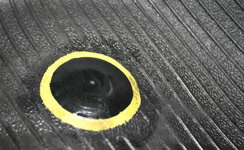 PNEUSERVIS - oprava defektu pneu LEPENÍM