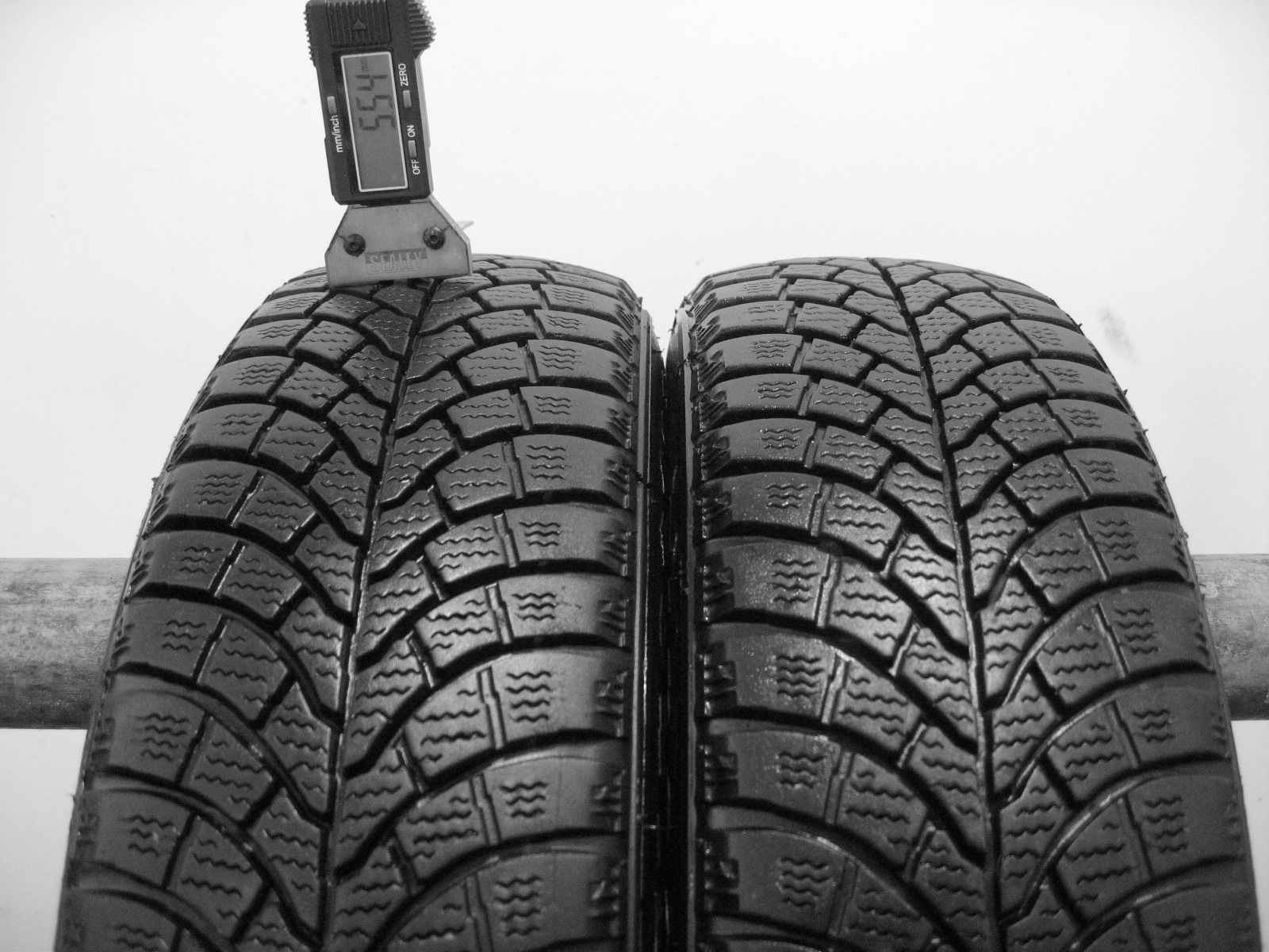 Použité-Pneu-Bazar - 145/70 R13 FIRESTONE FW930 WINTER 3mm